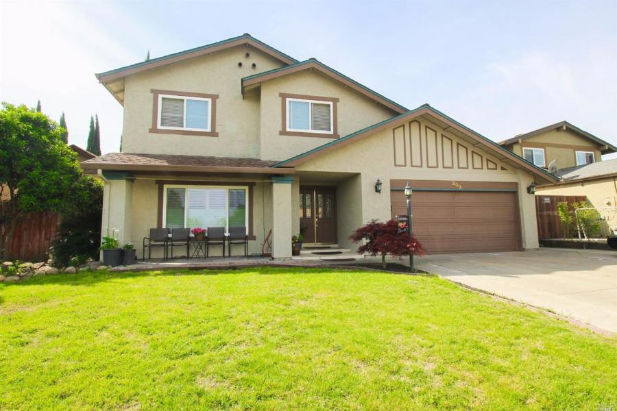 202  Kingswood Avenue Vacaville, CA 95687