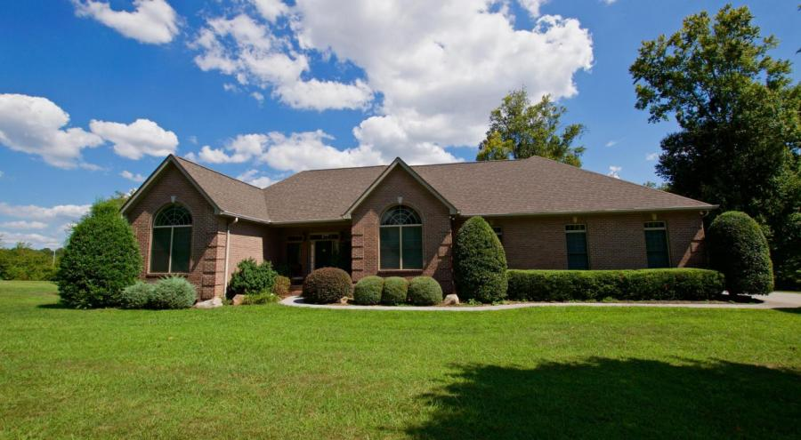 1826 Peppertree Drive Alcoa, TN 37701